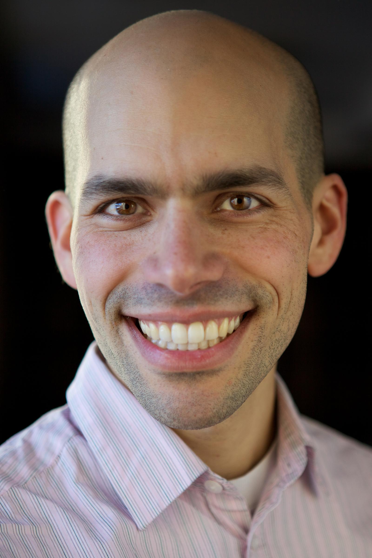 Ari Daniel Headshot